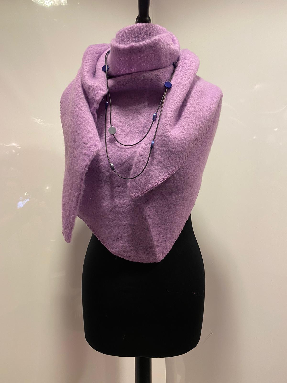 lila driehoek sjaal